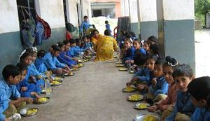 Mid day meal scheme (Wikapedia)